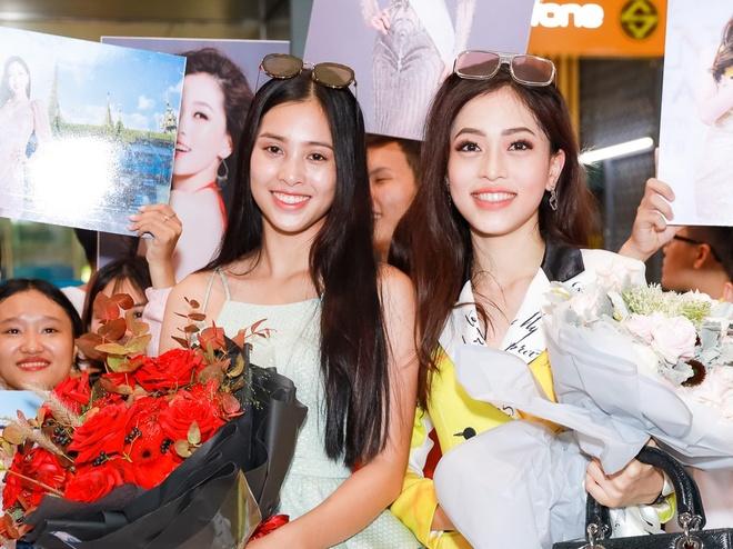 Tieu Vy chuc mung Phuong Nga lot Top 10 Hoa hau Hoa binh hinh anh