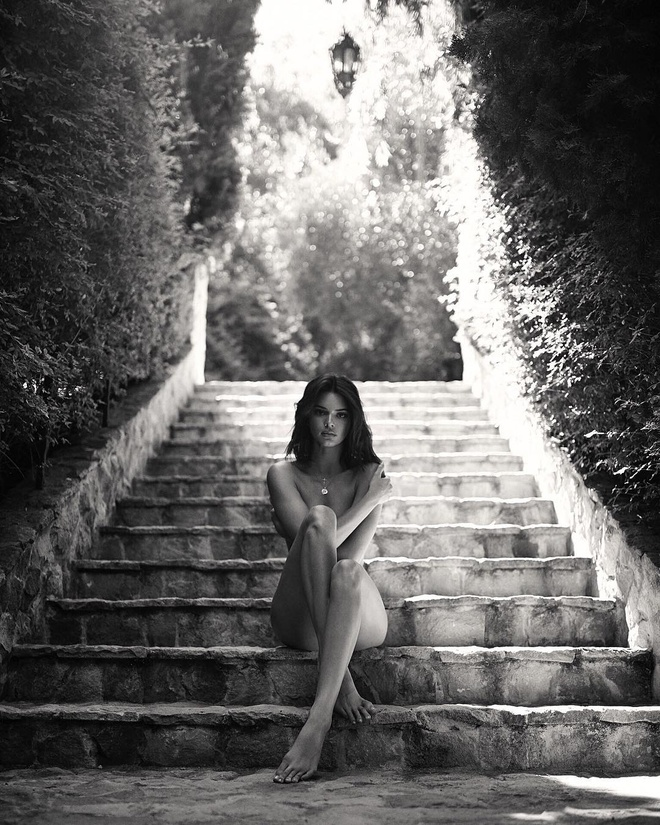 Kendall Jenner 23 tuoi: Xinh dep nhat nha Kardashian, nghien khoe than hinh anh 1