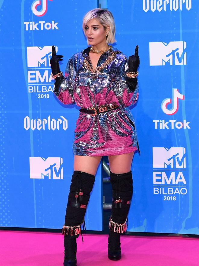 Ca si xinh dep co tinh lo vong mot tren tham do MTV EMAs 2018 hinh anh 11