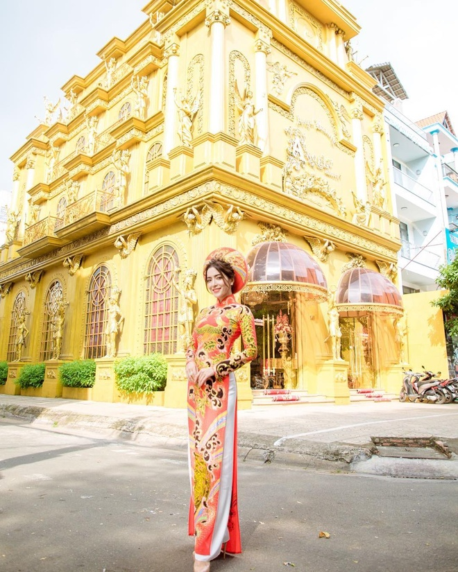 Ngoc nu Thai Lan den Viet Nam, khoe anh xinh dep voi ao dai va non la hinh anh 7
