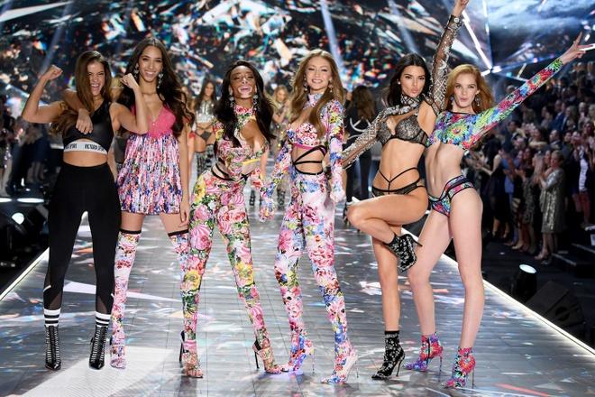 CEO Victoria's Secret tu chuc sau khi hang noi y bi keu goi tay chay hinh anh 2