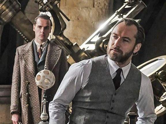 Phap su 'my nam' Dumbledore co dong tinh trong 'Fantastic Beasts'? hinh anh