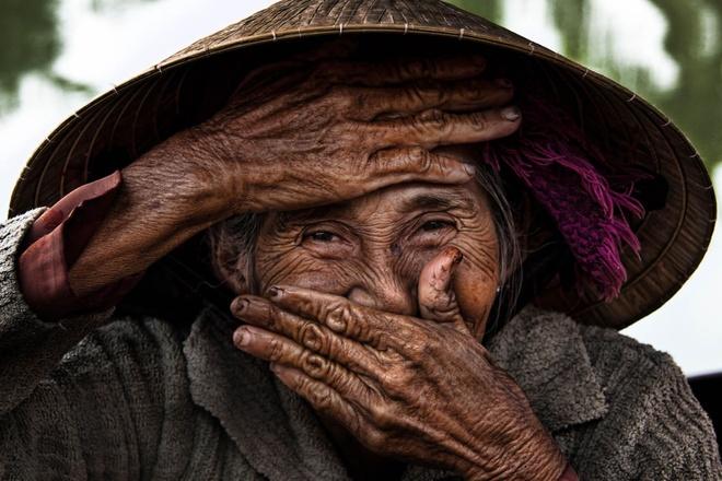 Minh Tu cong bo ao dai in hinh 'ba cu Viet dep nhat the gioi' hinh anh 5