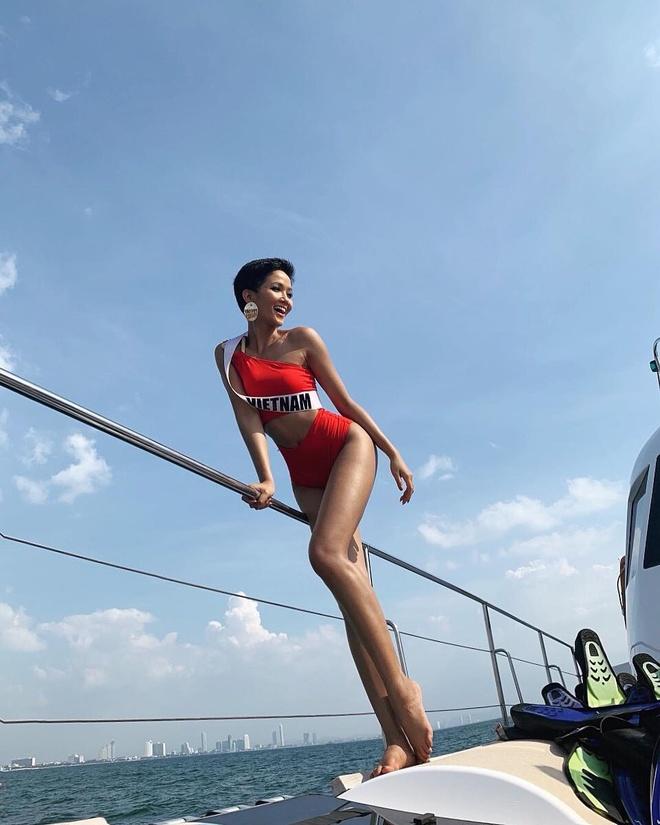 H'Hen Nie dien bikini boc lua, my nhan Philippines lo eo banh mi hinh anh 1
