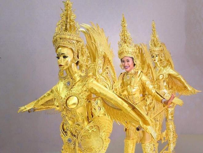 Hoa hậu Lào diện trang phục dân tộc kỳ dị tại Hoa hậu Hoàn vũ 2018