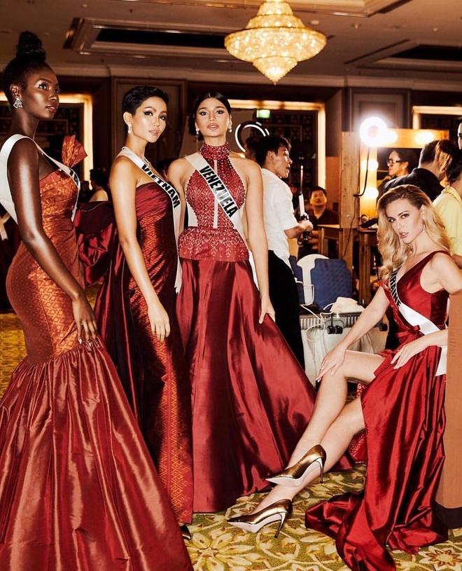 H'Hen Nie gay xon xao khi noi tieng Anh o clip Vogue Thai phong van hinh anh 2