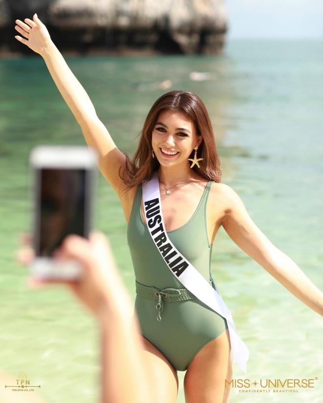 Nguoi dep Hoa hau Hoan vu dien bikini nong bong tren dao Thai Lan hinh anh 5