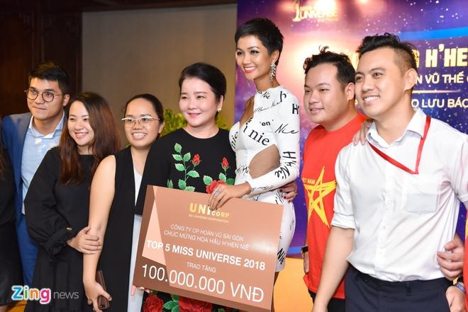 Nhận thưởng 1 tỷ đồng, H'Hen Niê dành 600 triệu tiền mặt làm từ thiện