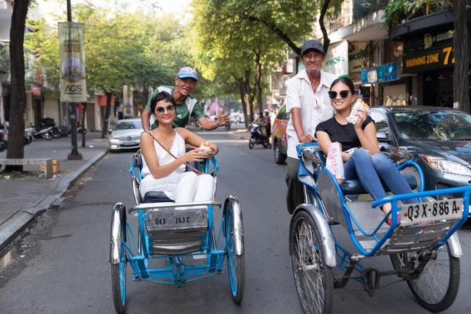 H'Hen Nie cho Hoa hau Nhat bang xe may, an bun rieu o cho Ben Thanh hinh anh 8
