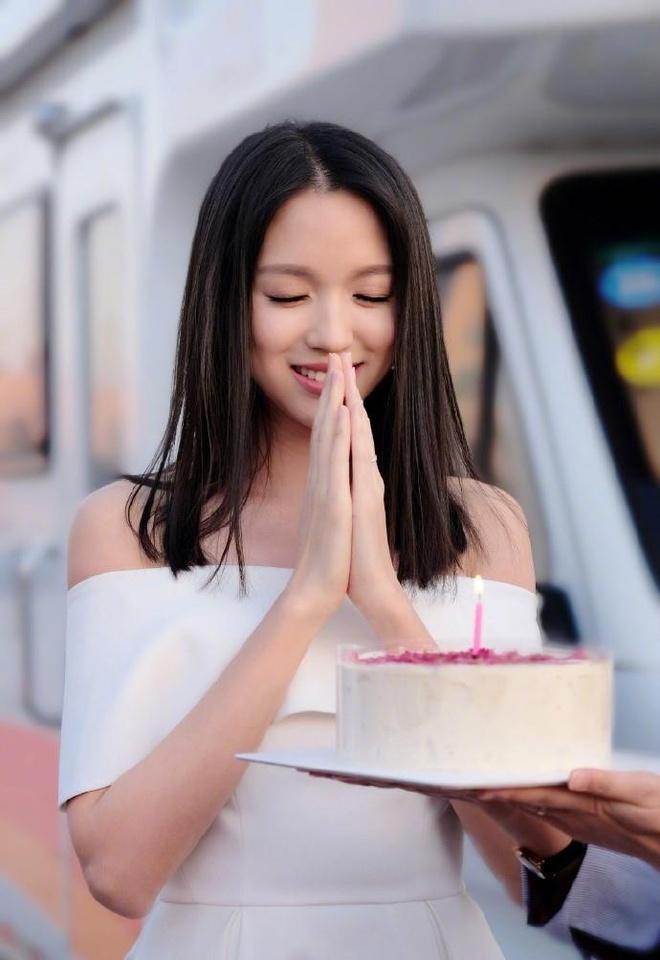 Hoa hau Truong Tu Lam van dep ruc ro, song binh lang o tuoi 35 hinh anh 1