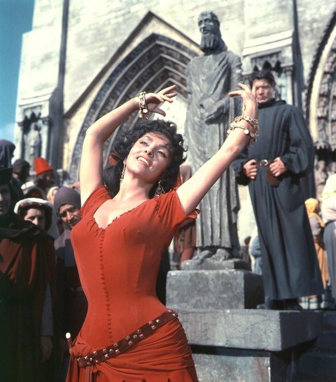 3 my nhan tuyet sac dong nang Esmeralda trong 'Nha tho Duc Ba Paris' hinh anh 4