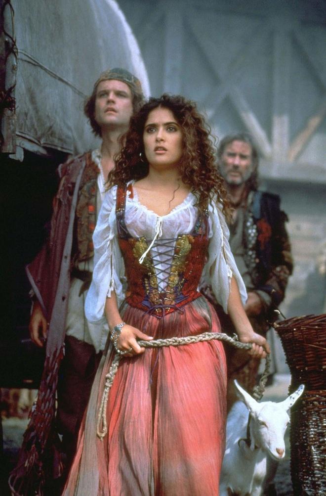 3 my nhan tuyet sac dong nang Esmeralda trong 'Nha tho Duc Ba Paris' hinh anh 9