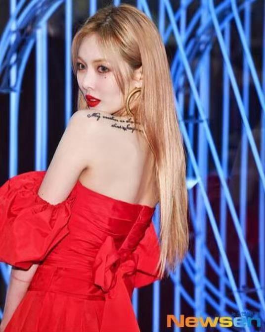 HyunA dien dam do sexy nhung bi che trang diem dang so hinh anh 2