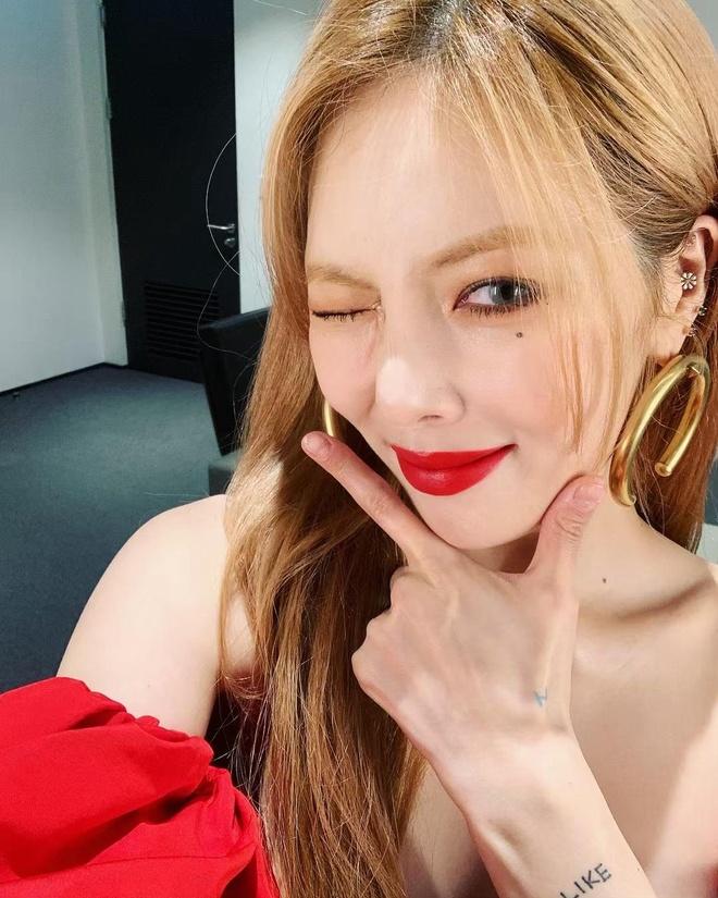 HyunA dien dam do sexy nhung bi che trang diem dang so hinh anh 6