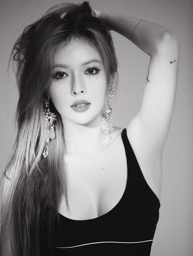 HyunA dien dam do sexy nhung bi che trang diem dang so hinh anh 8
