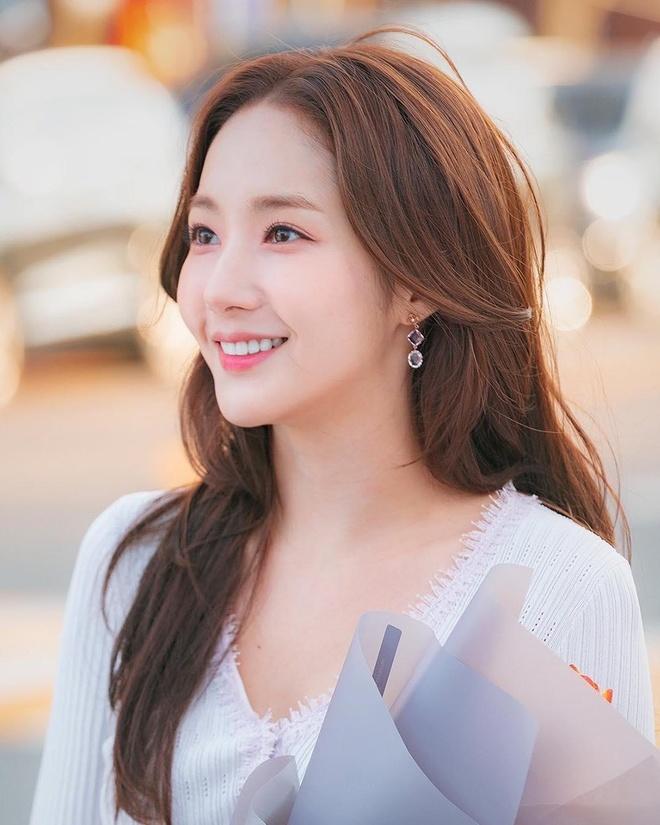 'Nữ Hoàng Dao Kéo' Park Min Young Xinh đẹp Khi Vào Vai Fan