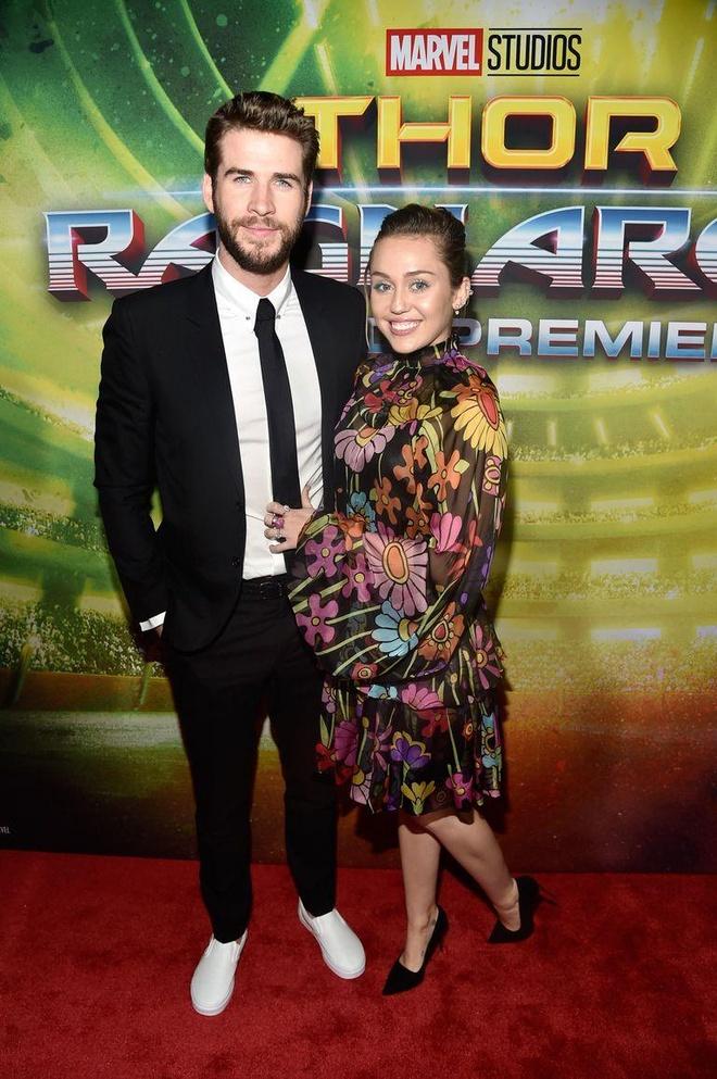 Miley Cyrus dien sexy, cung chong xem 'Avengers: Endgame' cua anh trai hinh anh 4