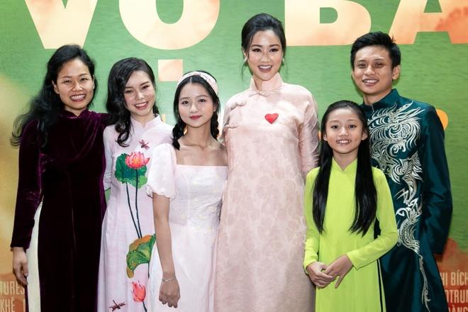 Nhan sac co gai Viet dong canh nong nam 13 tuoi trong phim 'Vo ba' hinh anh 7