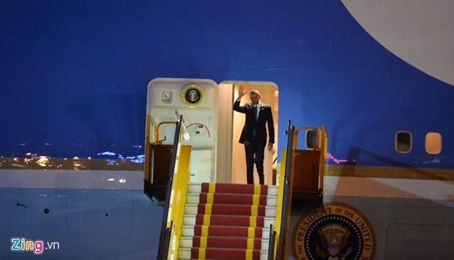 Dan mang cap nhat tung phut Tong thong Obama den Viet Nam hinh anh 1
