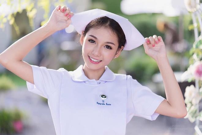 Nu y ta Thai Lan bat ngo noi tieng vi qua xinh dep hinh anh