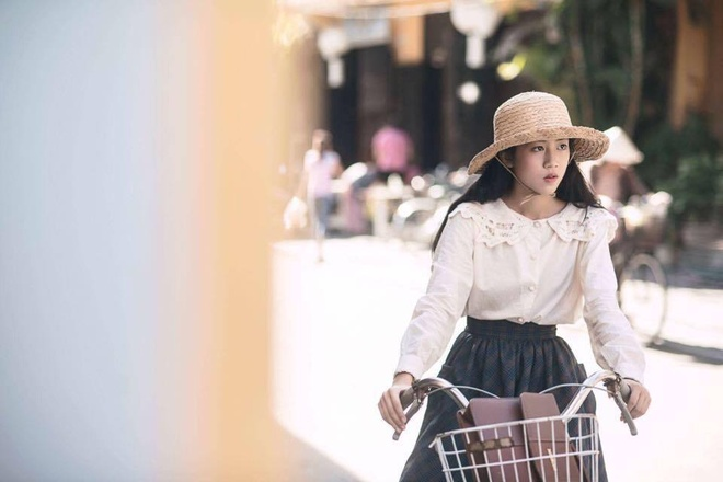 Co gai xinh dep trong MV 'Gui anh xa nho' cua Bich Phuong hinh anh 1