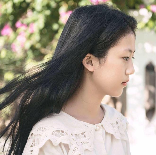Co gai xinh dep trong MV 'Gui anh xa nho' cua Bich Phuong hinh anh 3