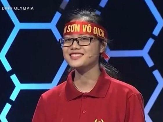 Nu sinh dung 11/11 cau khoi dong Olympia do DH Ngoai thuong hinh anh