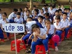Hoc sinh Quang Tri bit mui vi chuong lon sat vach truong hinh anh