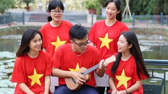 Hoc tro THPT Tran Nguyen Han hat tang truong tron 40 tuoi hinh anh 1