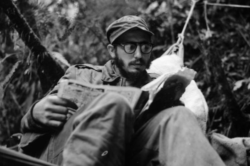 Fidel Castro: Cuba khong co tre that hoc vi doi ngheo hinh anh 2