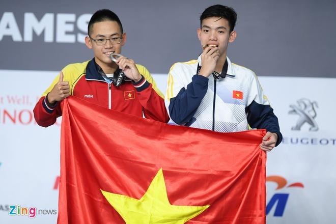 Nguyen Huy Hoang, tu cau be lang chai thanh ky luc gia boi o SEA Games hinh anh 1