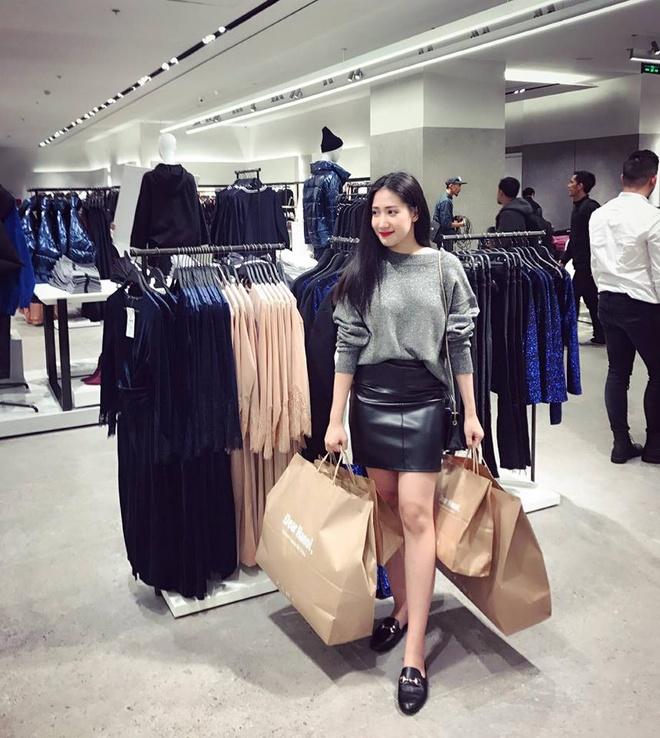 Hot girl thi nhau check-in tai cua hang Zara, H&M dau tien tai Ha Noi hinh anh 10