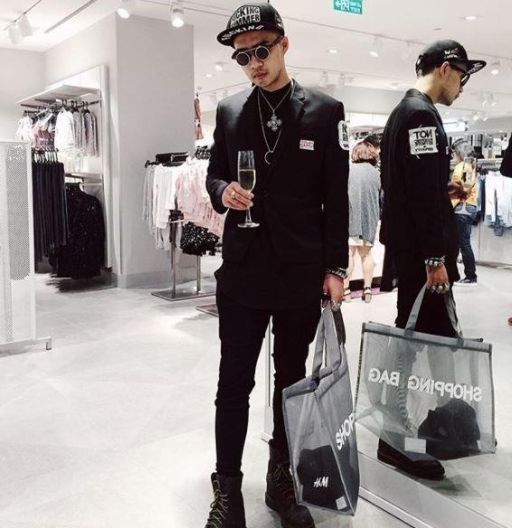 Hot girl thi nhau check-in tai cua hang Zara, H&M dau tien tai Ha Noi hinh anh 8
