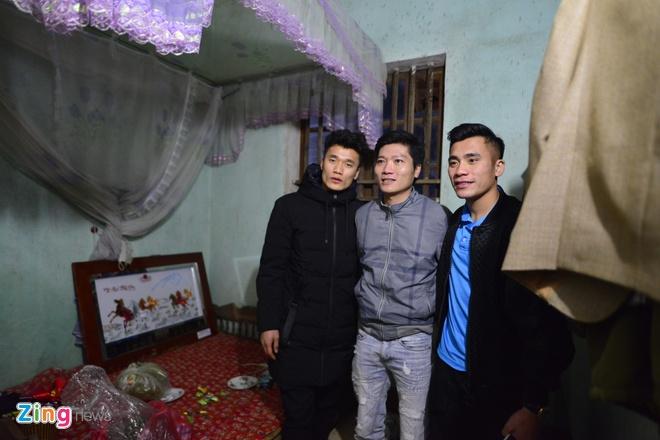 Cong Phuong mac ao coc tay trong le vinh danh duoi mua ret 13 do C hinh anh 25