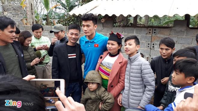 Cong Phuong mac ao coc tay trong le vinh danh duoi mua ret 13 do C hinh anh 9