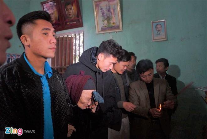 Cong Phuong mac ao coc tay trong le vinh danh duoi mua ret 13 do C hinh anh 15