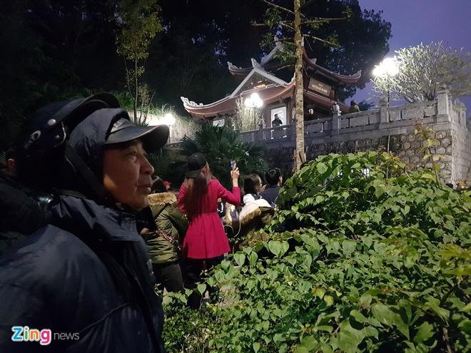 Cong Phuong mac ao coc tay trong le vinh danh duoi mua ret 13 do C hinh anh 32