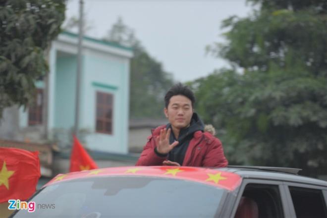 Cong Phuong mac ao coc tay trong le vinh danh duoi mua ret 13 do C hinh anh 17