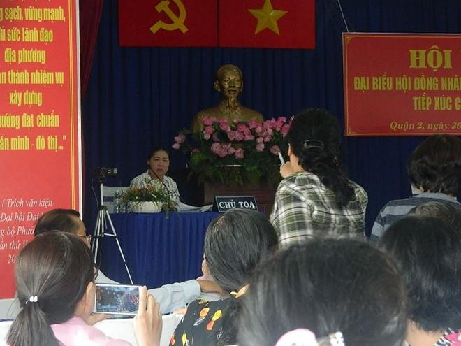 Vang Chu nhiem UBKT Thanh uy, buoi tiep xuc cu tri quan 2 'vo tran' hinh anh 2