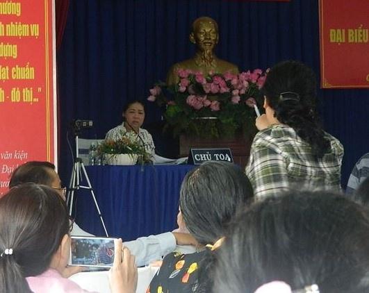 Vang Chu nhiem UBKT Thanh uy, buoi tiep xuc cu tri quan 2 'vo tran' hinh anh