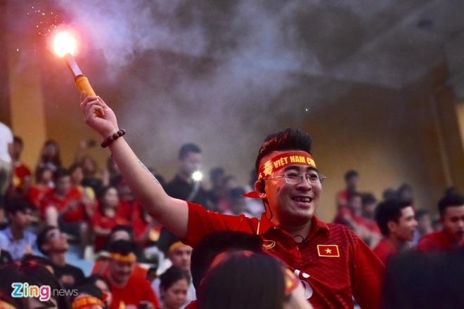 Olympic Viet Nam chien thang, tinh yeu bong da va long tu hao dan toc hinh anh