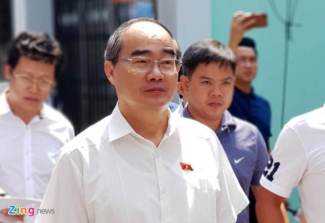 Bi thu Nguyen Thien Nhan tham nguoi dan Thu Thiem hinh anh