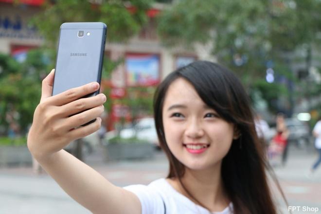 FPT Shop tang 1 trieu dong khi dat mua Galaxy J7 Prime hinh anh 1