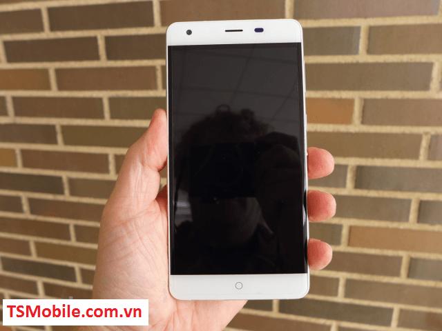 Smartphone cua Nhat co the vao mang 48 gio khong het pin hinh anh 4