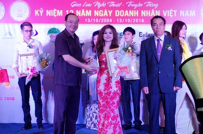 Doanh nhan tieu bieu 2016,  Hoa Ngo,  BHB anh 3