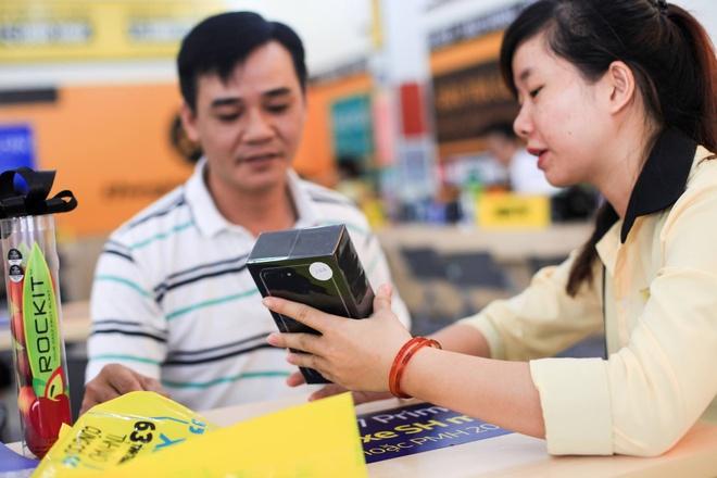 Hai thai cuc cua iPhone chinh hang tai Viet Nam hinh anh