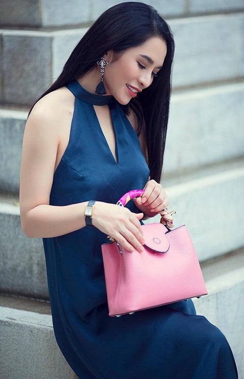 Street style diu dang cua Hoa khoi Pham Ai Huyen hinh anh 1