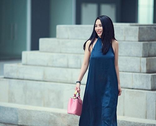 Street style diu dang cua Hoa khoi Pham Ai Huyen hinh anh 2