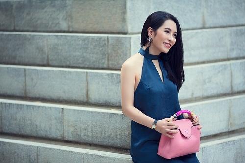 Street style diu dang cua Hoa khoi Pham Ai Huyen hinh anh 3