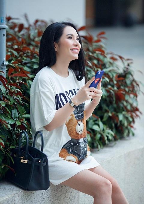 Street style diu dang cua Hoa khoi Pham Ai Huyen hinh anh 5